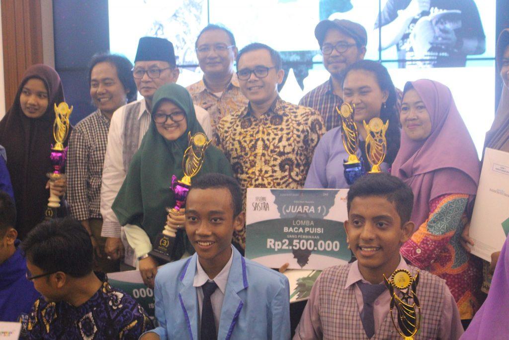 MTs.Al-Amiiriyyah dan SMP Plus Darussalam Gondol Juara Sastra Banyuwangi
