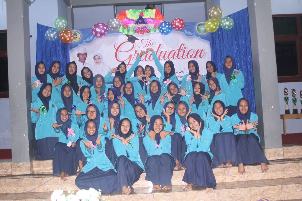THE GRADUATION OF SMP PLUS DARUSSALAM