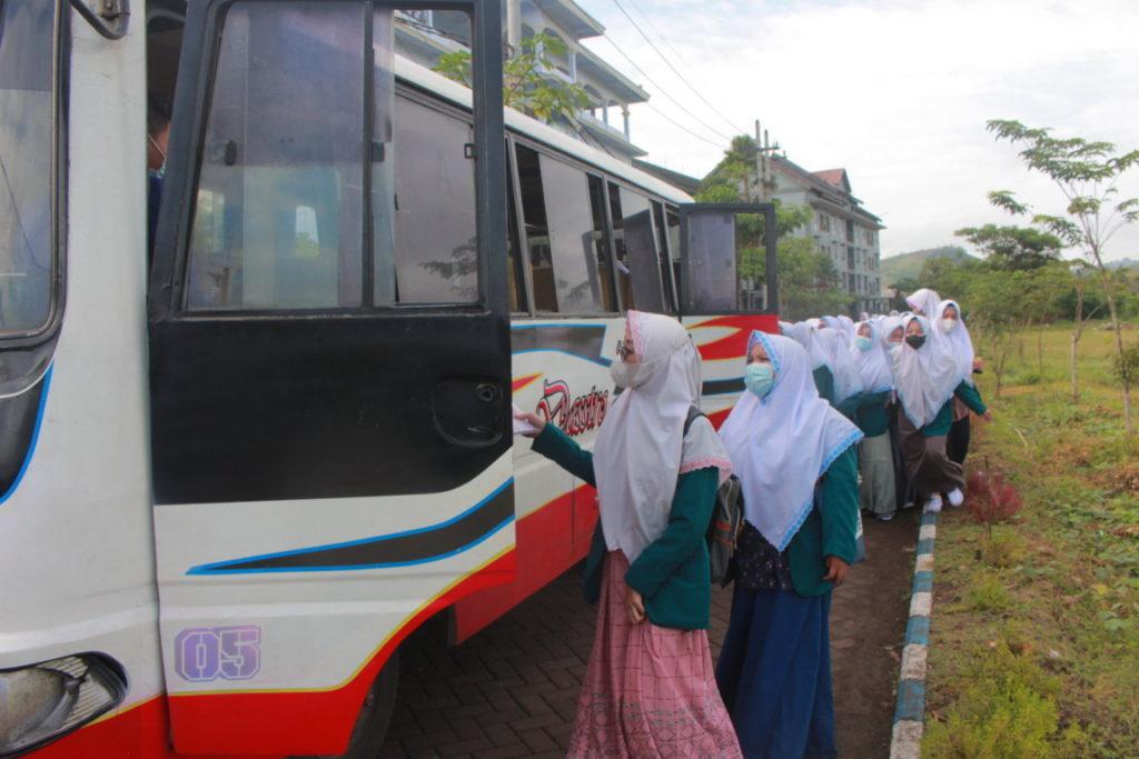 Fasilitas Bus Untuk Berangkat ke Kampus 2 IAIDA